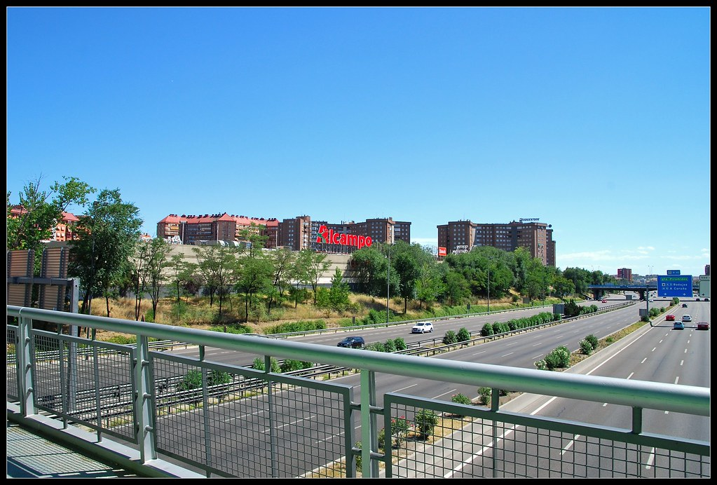 Puente Sobre La M30 Que Une Moratalaz Con El Parque De Rom Flickr