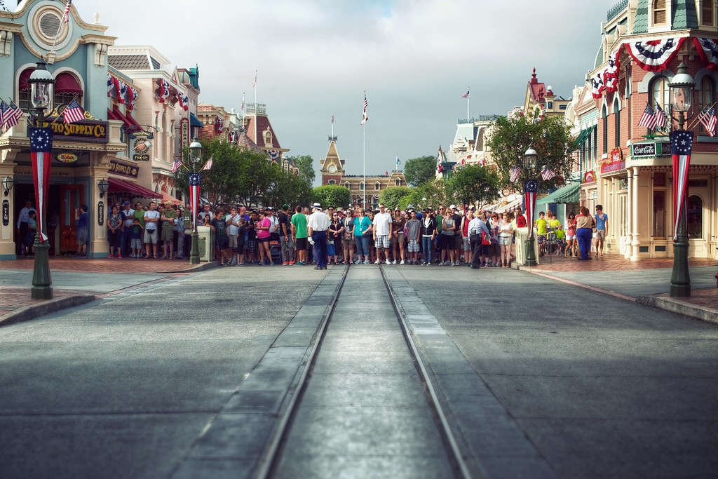 Rope Drop | Disneyland Anaheim, CA The crowd waits for the p… | Flickr