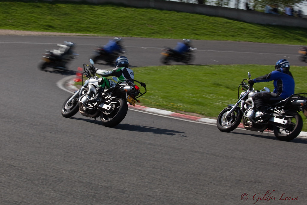A la poursuite gendarmerie circuit carol moto photo flickr - Tigrou poursuite ...