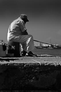 Viejo pescando   by manuellara