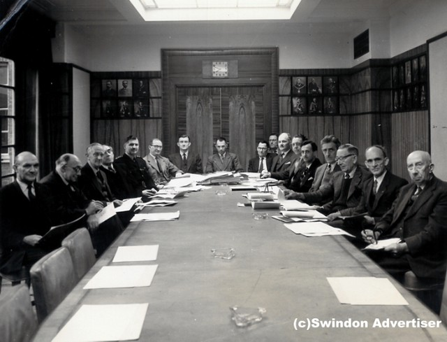 1960: Swindon Town Council - planning committee, at Civic Offices, Euclid Street, Swindon