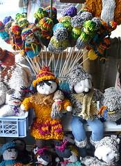 zo, 14/06/2009 - 20:19 - 58_ veel gebreide popjes in de markt