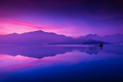 日月潭 日出 火燒雲 晨 四手網船 lake sky sunrise dawn boat 水社大山 mist 南投 taiwan