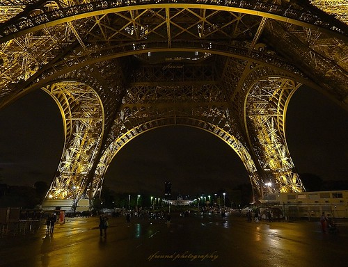 paris france night eiffeltower nightview ecolemilitaire accessible notsprawling baseeiffeltower
