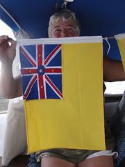 ma, 27/09/2010 - 23:35 - 33_ Op weg van de Cook Islands naar Niue naai ik het vlagje van Niue