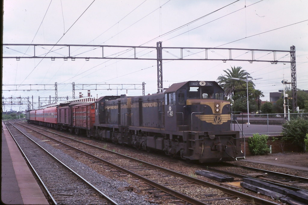 T412+T? by roreeves