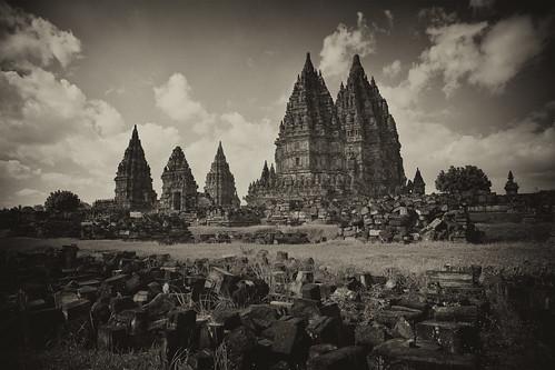 prambanan java temple indonsia yogyakarta hindu brahma shiva unesco world heritage 24mm 24l prime canon 5d2 trimurti