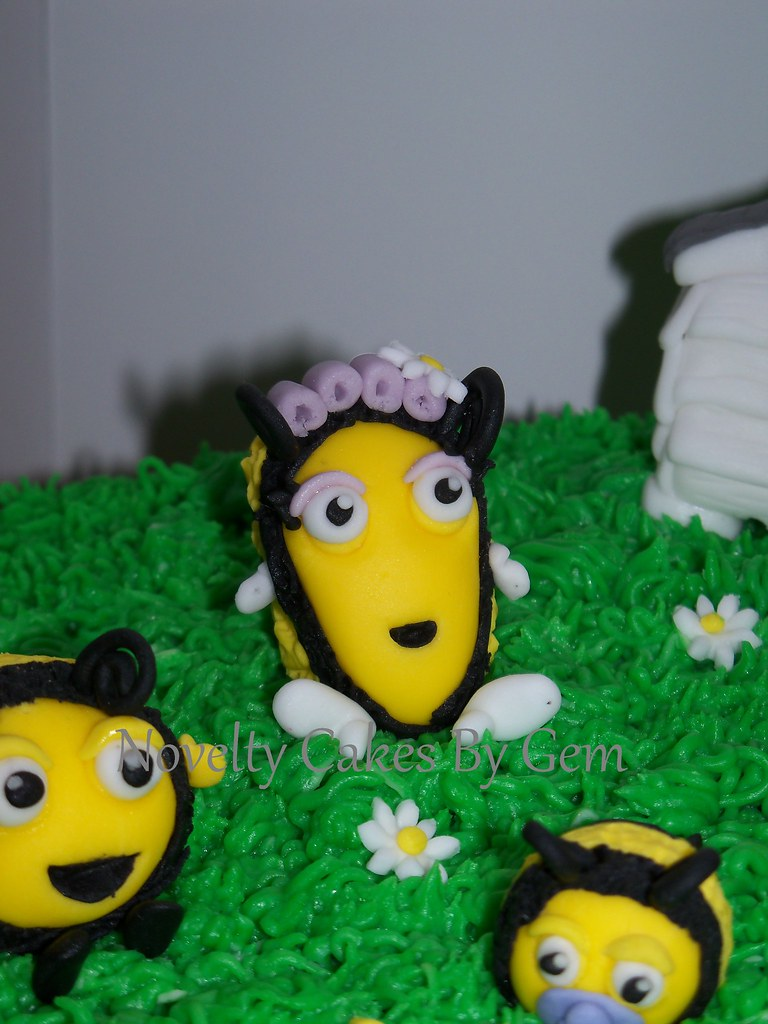 Sensational The Hive Cake Nick Jr Come Find Me On My Facebook Page Flickr Funny Birthday Cards Online Alyptdamsfinfo