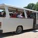 Na pláž jezdí z centra Careva bílé minibusy s velkými okny bez skel, foto: Milena Šumanová