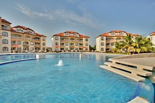 Grand Caribe lounge pool | by Grand Caribe