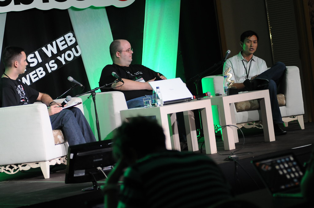 WebFest Round Table: Start your own business in the Domain Industry