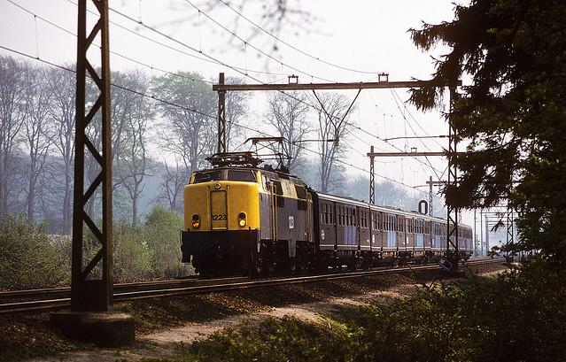 NS 1223 with plan E cars, Ellecom, April 29, 1988