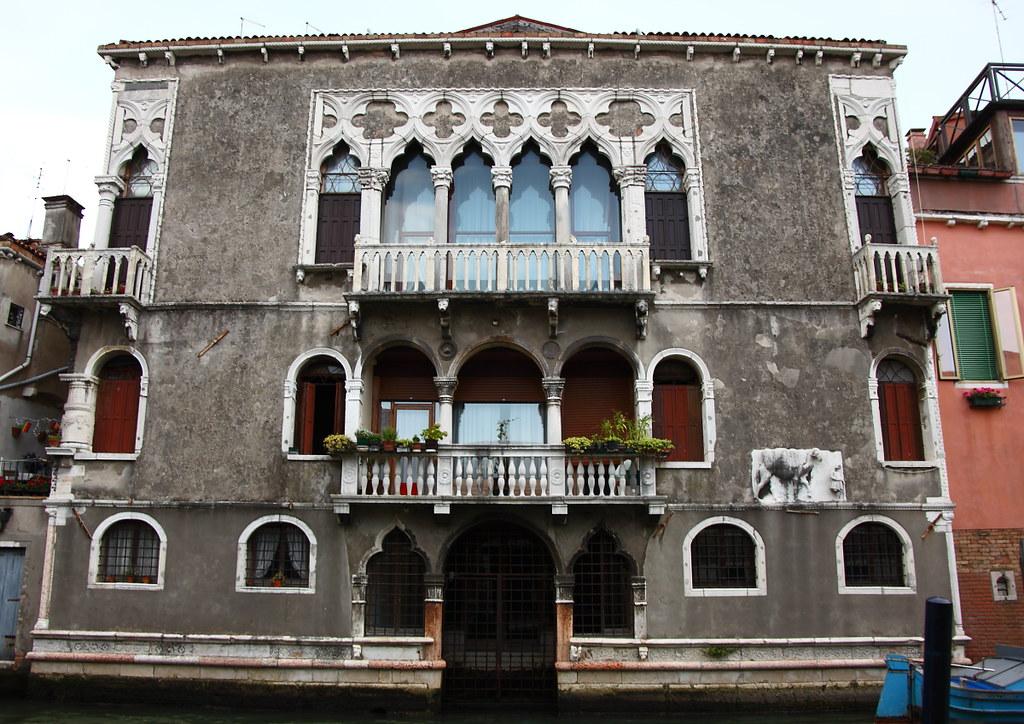 Palazzo Mastelli (Palazzo del cammello) | Valery Toth | Flickr