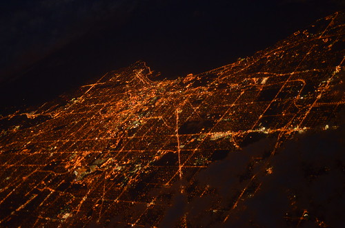 city light chicago wisconsin night lights high photos altitude aerial milwaukee arial highaltitude milwaukeewi milwaukeewisconsin flyingoverchicagoatsunset