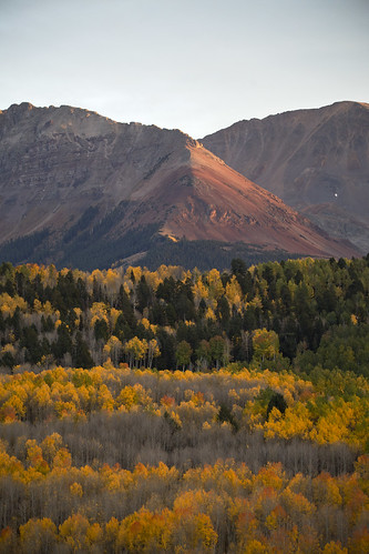 autumn sunset leaves landscape colorado fallcolors review sigma telephoto telluride lenses telluridecolorado landscapephotography sigmalens verticallandscape sunsetphotography changescolors sunsetautumn autumncolorado 150600mm sigma150600mm sigma150600mmc aspenschangingcolors