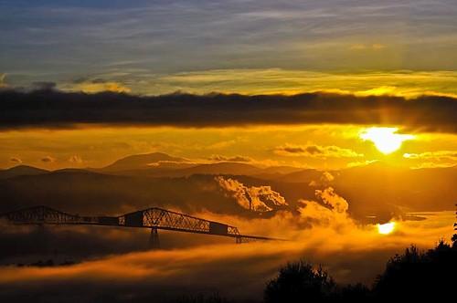 fog sunrise river columbia goodmorning mtsthelens lewisandclarkbridge