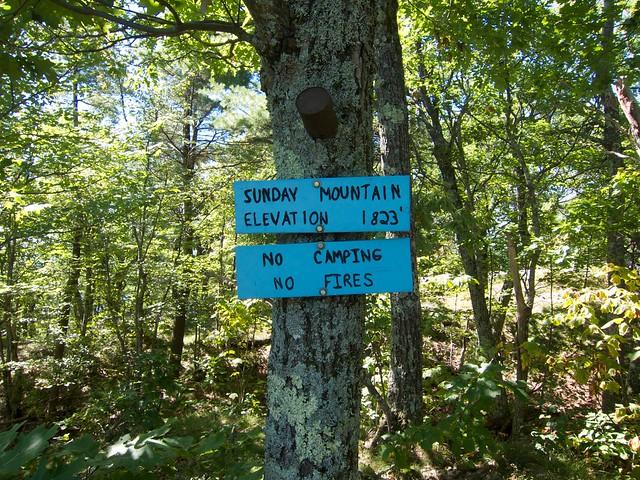 0:45:41 (45%): sign hiking newhampshire orford sundaymountain crossrivendelltrail