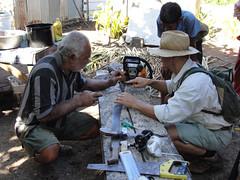 wo, 29/06/2011 - 03:43 - 098. Paul repareert een kettingzaag en doet voor hoe de zaag te slijpen