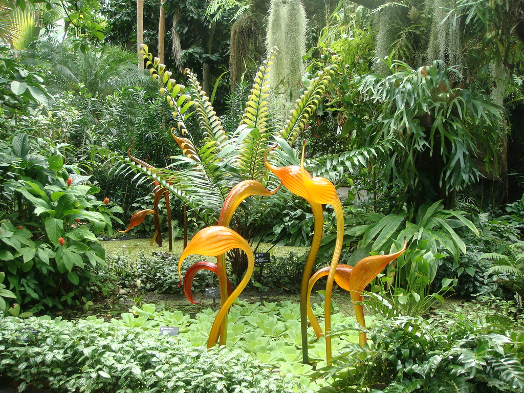 Chihuly S Sunset Heron Statue In The Climatron St Louis B Flickr