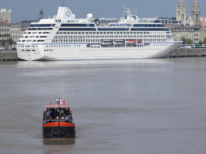 """""""Insignia"""" et """"La Sorellina"""" dans le port de Bordeaux - P9100253"""