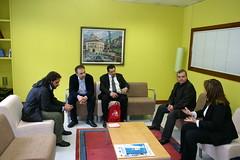 Varios integrantes de la Delegación Italiana con Rosalía Herrer y  Jesús Portugal entre otros dentro de un aula de reuniones