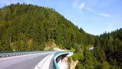 Высокий мост на дороге номер 111