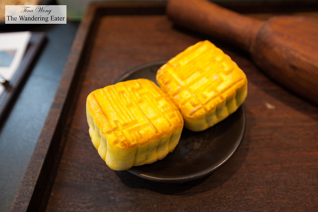 Four Seasons' mooncakes
