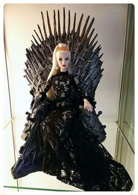 Agnes....Queen of the Seven Kingdoms - The Iron Throne Game of Thrones 1/6 Scale Replica