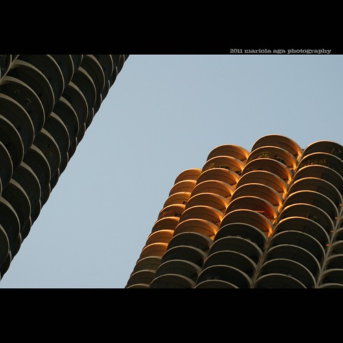 light sunset sunlight chicago building tower architecture square downtown marinacity scyscraper thegalaxy thecorncobs