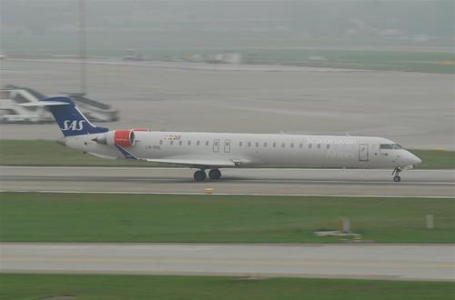 Scandinavian Airlines Canadair CRJ900; LN-RNL@ZRH;30.09.2011/619co | by Aero Icarus