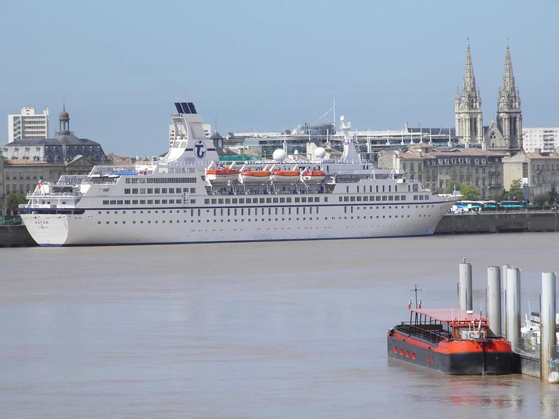 Paquebot Astor dans le port de Bordeaux - P9150002