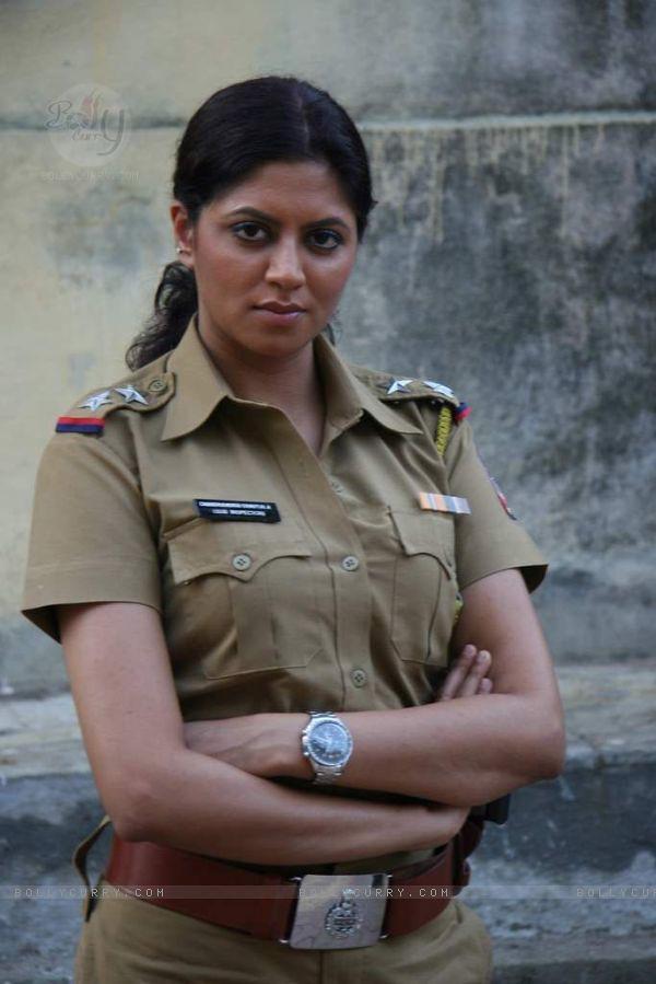 100222-kavita-kaushik-in-the-sets-of-sab-tv-serial-f-i-r-a