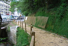 Vista de las sendas peatonales de Ermua_Paseo de Izarra al gabigune, junto a la empresa TVA-Lemdforder