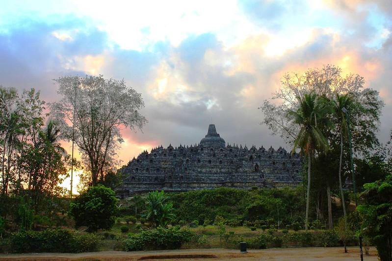 DSC00110/Java Centre/Borobudur at Sunset Time