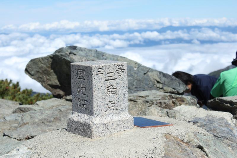 北岳山頂三等三角点