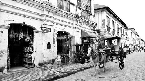 Calesa along Calle Crisologo | by karlaredor