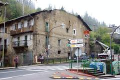 Grietas y deterioro en el edificio 14 de la Avenida de BIzkaia de Ermua