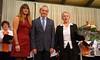 Ehrenurkunde und Blumenstrauß für Chorleiterin Hannelore Slavik für 30 Jahre Aktivität