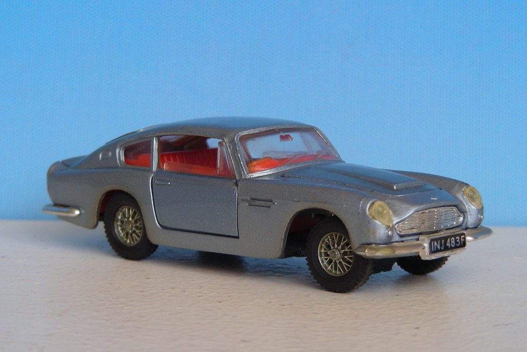 Aston Martin Db6 1 42 Dinky Toys Xavnco2 Flickr