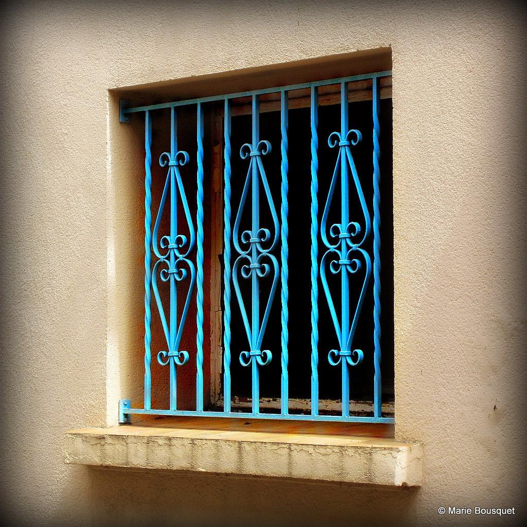 Petite Fenêtre Avec Barreaux En Fer Forgé Bleu Marie Bousquet Flickr