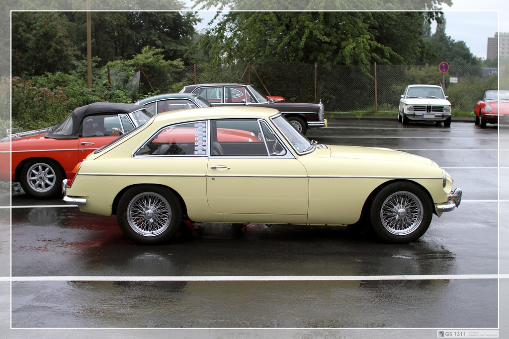 1967 MG MGC GT (06)   The MGC was a 2912 cc, straight-6 vers…   Flickr