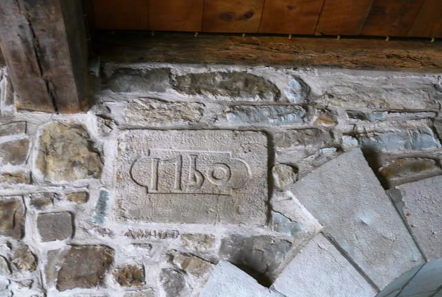 Orègue / Oragarre, Pyrénées Atlantiques: date à l'église Saint Jean Baptiste (d'après Wikipedia la construction de l'église  remonte à 1670: inversion des chiffres?)