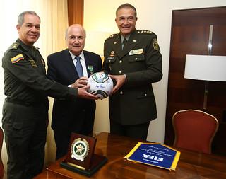 Entrega de reconocimiento a Joseph Blatter, presidente de la FIFA, por parte de la Policía Nacional de Colombia   by Policía Nacional de los colombianos
