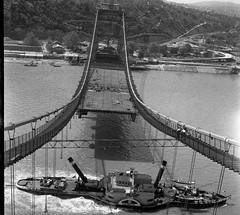 2011. szeptember 13. 23:29 - Bara István: Gőzös épülő Erzsébet hídnál