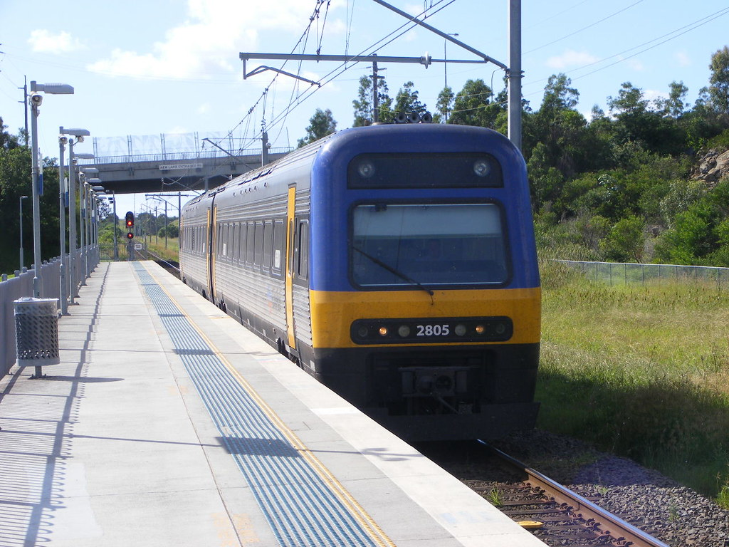 Cityrail 2805 Oak Flats 25.02.10 by Andy Cole