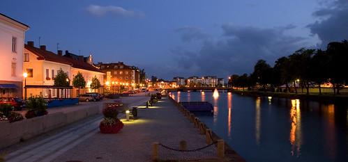 longexposure water night buildings reflections lights evening canal streetlights vänersborg