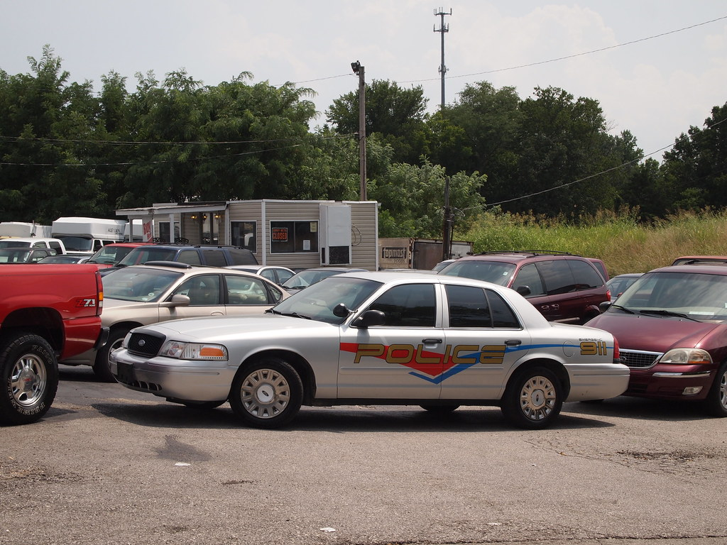 Used Police Vehicles For Sale >> Generic Graphics On Used Police Car Crown Victoria For Sal