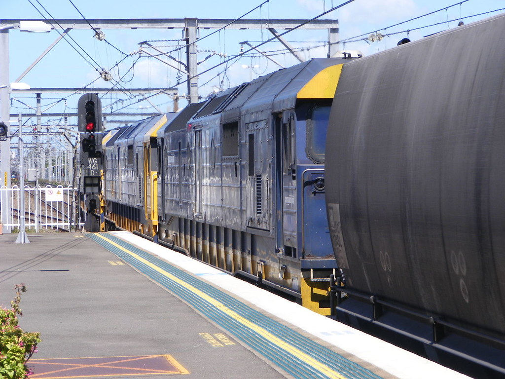 Pacific National 8101, 8179 and 8176 Wollongong 25.02.10 by Andy Cole