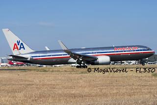 American Airlines B763 landing on rwy 33L