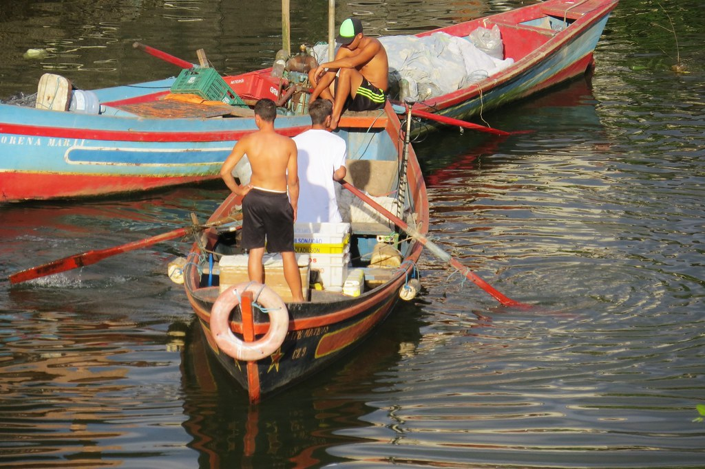 Pescadores no Rio Suruí - Suruí, Rio de Janeiro, Brasil